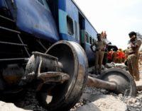 Крушение поезда в Индии: десятки погибших, более ста пострадавших