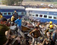 Растет число жертв в результате крушения поезда в Индии
