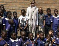 Отец удочерённых Мадонной детей из Малави обвинил её в похищении