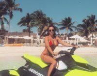 «Она чем далее, тем голее»: в Интернете восхищаются пляжным фото Ани Лорак