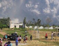 Высший уровень опасности: на Суматре началось извержение вулкана