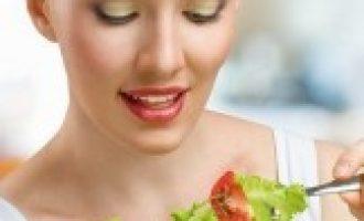 Названы главные ошибки тех, кто готовит салаты