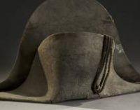 Шляпа, в которой Наполеон проиграл при Ватерлоо, продана с аукциона за 405 тыс. долларов
