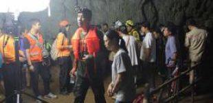 В Таиланде пропали в пещере 11 футболистов и их тренер