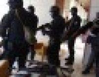 В офис Компартии ворвались вооруженные силовики