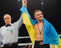 Українець Беринчик у вишиванці побоксував за перемогу Усика: відео