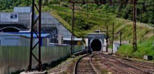 В старом Бескидском тоннеле демонтируют оборудование и снимают рельсы