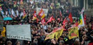 Во Франции сотни тысяч профсоюзов снова митинговали против пенсионной реформы