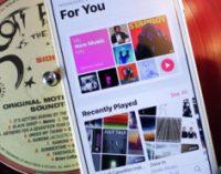 Apple обвиняют в продаже пиратской музыки